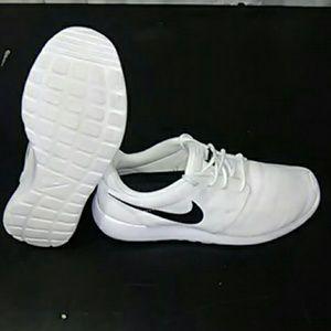 Nike Rosche runners